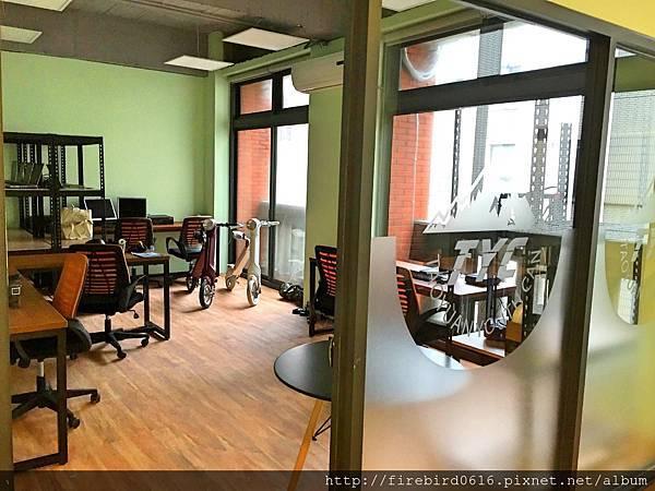 5-1-4 big office4.jpg