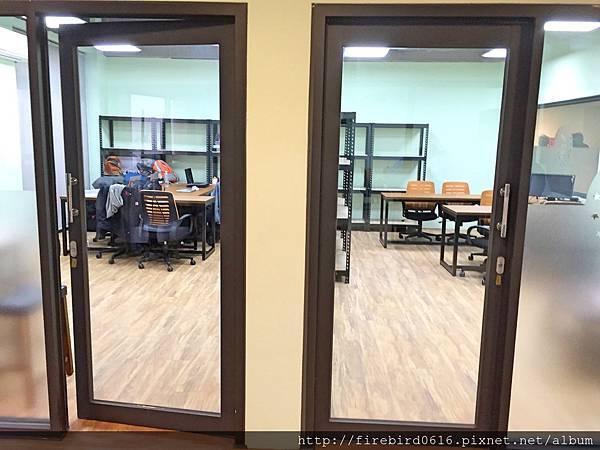 5-1-3 big office3.jpg
