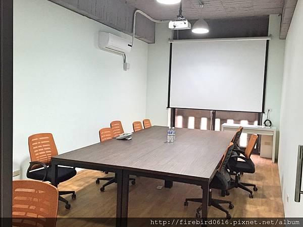 5-4meeting room.jpg