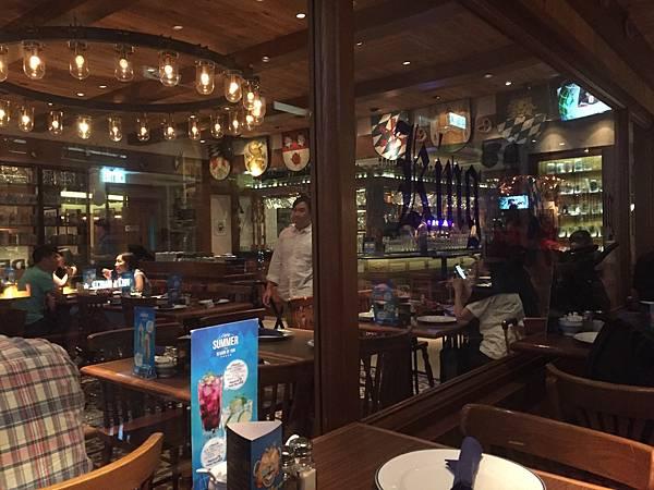 1 香港灣仔KingLudwigBeerhall德國餐廳2.jpg