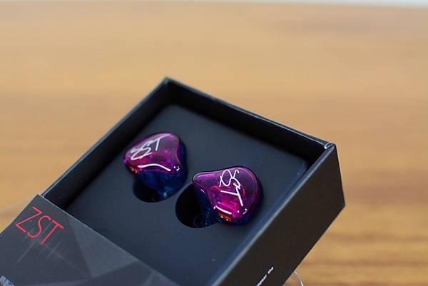 1-3KZ-ZST-PRO類客製化可換線耳機5.jpg