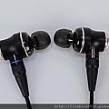 2-3 JVC-HA-FW01木質振膜入耳式耳機15.jpg