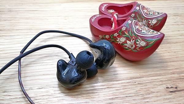 0KZ-ZSR三單體(一圈兩鐵)入耳式類客製化耳機24.jpg