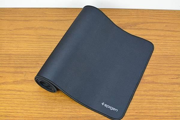 3Spigen-Regnum-A103超長鍵盤滑鼠墊13.jpg