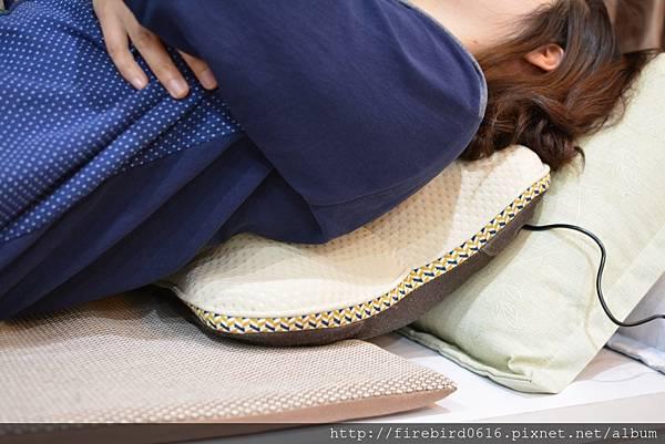 8-7日本ATEX-Lourdes溫熱按摩抱枕80.jpg