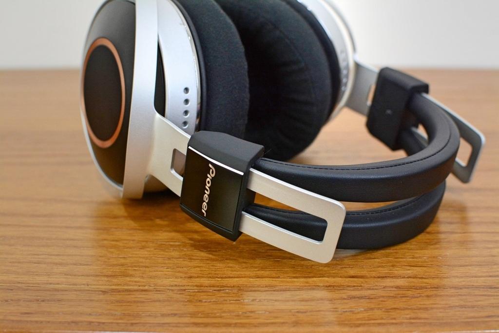 3-2Pioneer_SE-Monitor516.jpg