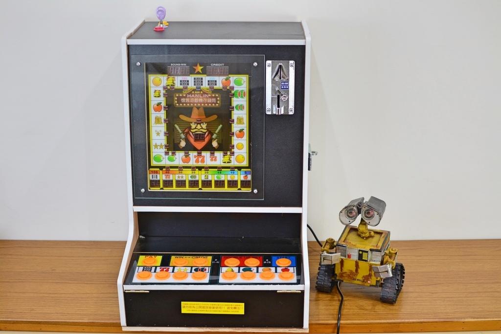 2-5HANLIN漢麟科技懷舊遊戲機存錢筒(小瑪莉吃角子老虎)-2.jpg