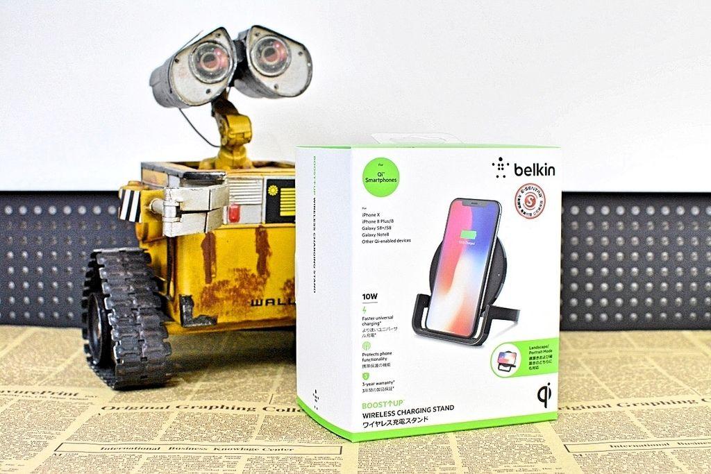 1-0Belkin-QI-chargestand-8.jpg