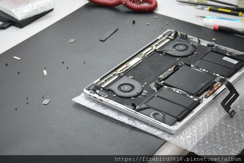 台北MacBook維修推薦-MacBook電池更換完畢