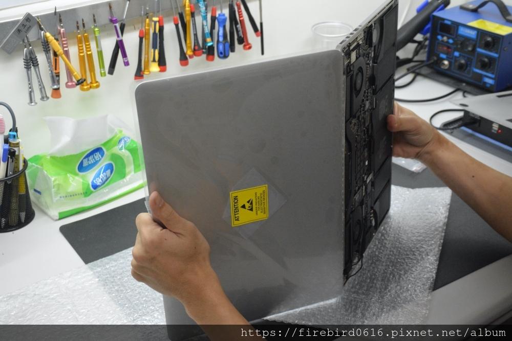 台北MacBook維修推薦-MacBook螢幕總成更換