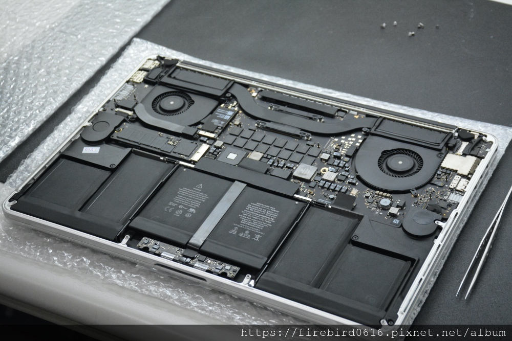 台北MacBook維修推薦-MacBook螢幕總成更換完成