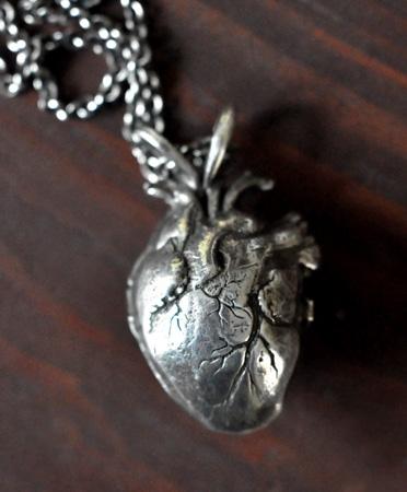 detail_245_pamela-love-heart-locket-0a.jpg