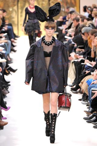 Louis Vuitton 2 2009 fall.jpg