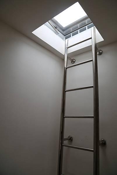 不銹鋼圓管爬梯照片_210202_3.jpg