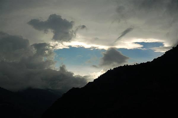 南澳 (57)又是伴隨烏雲的陽光卻超美.JPG