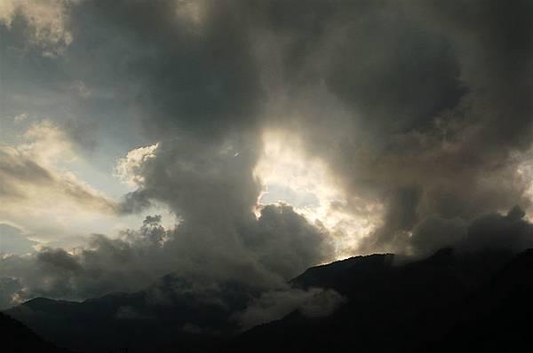 南澳 (58)又是伴隨烏雲的陽光卻超美.JPG