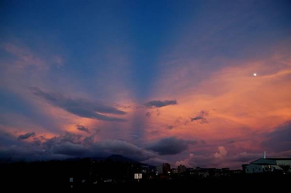 淡水夕照 (16)耶~雲層變紅了.JPG