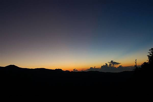 嘉明湖day2 (3)美麗的日出.JPG