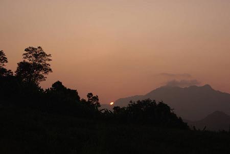 赤科山 (36)海岸山脈的日出有點失望.jpg