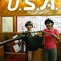 1184-兩個女大兵搞笑照