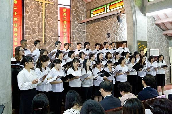 20111022台神院長就任獻詩照.jpg