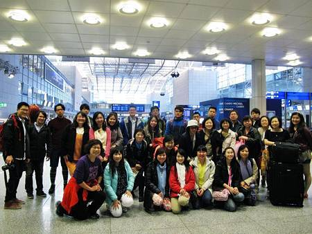 台北飛上海一小時  上海候機七小時  上海飛法蘭克福十二小時  終於在德國時間5/1上午6點抵達法蘭克福