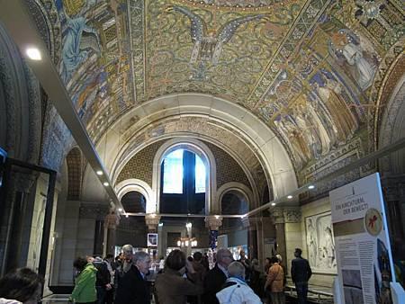 柏林著名景點  毀於二戰的東正教教堂  現在被修復保存起來