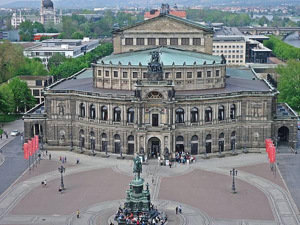 俯瞰Semper歌劇院