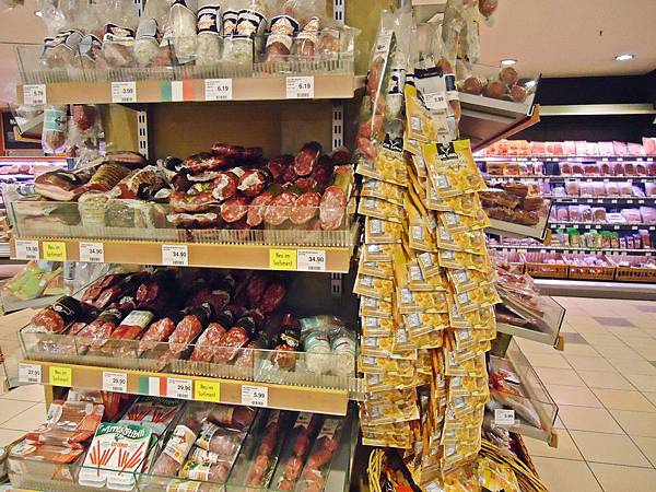 各式真空包裝的德國香腸