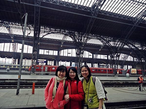 抵達萊比錫車站,這裡是全歐洲最大的轉運站