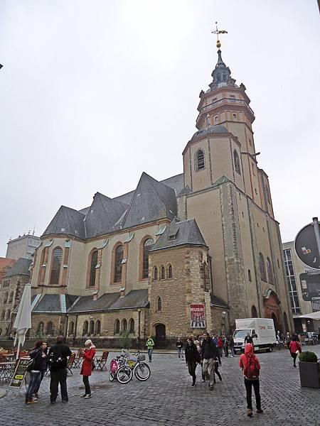 前方就是巴赫服事過的尼古拉教堂
