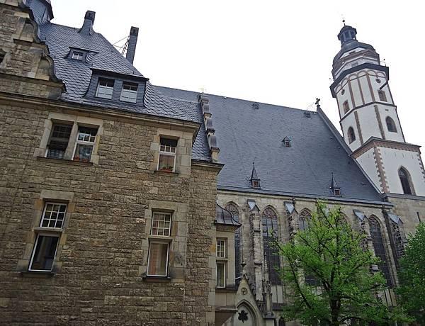從博物館可看見聖湯瑪斯教堂與巴赫任職居住的學校