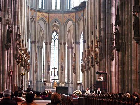 今天(5/9)是耶穌升天節,是德國國定假日,科隆大教堂有禮拜,恭逢其盛