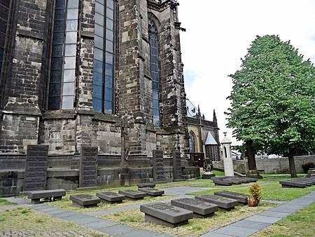 科隆大教堂外圍的墓園