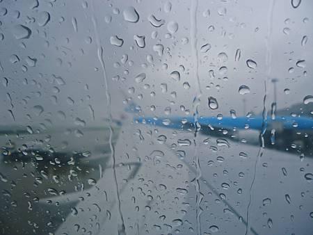 漫長一天的轉機+飛行,5/11下午抵達台灣!居然在下雨!真的回家了!