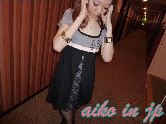 aiko in jp春舞112 DELYLExKITTY折扣款 雲朵kitty蕾絲拼接上衣連裙.jpg