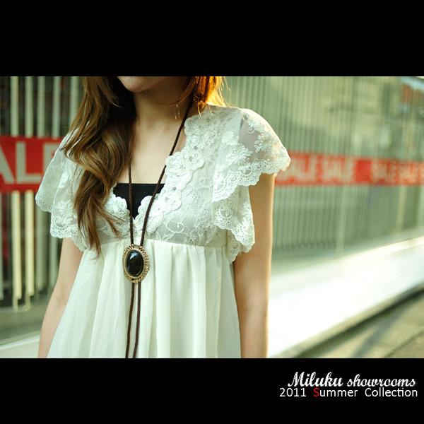 NO19~~summer折扣季~~rojita超美胸前袖口蕾絲綴飾長版上衣~~三色~原價近七千 1.jpg