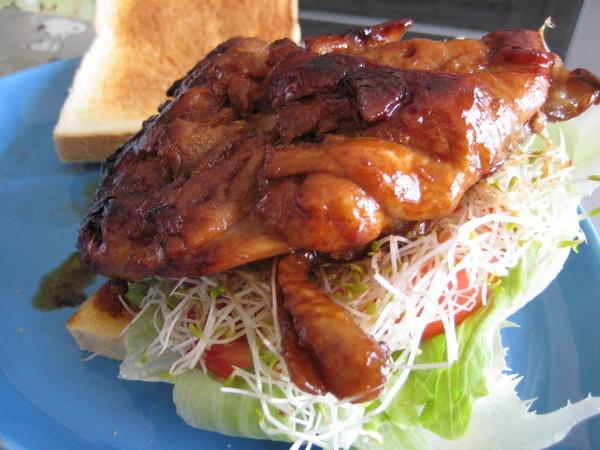 蜜汁雞腿三明治