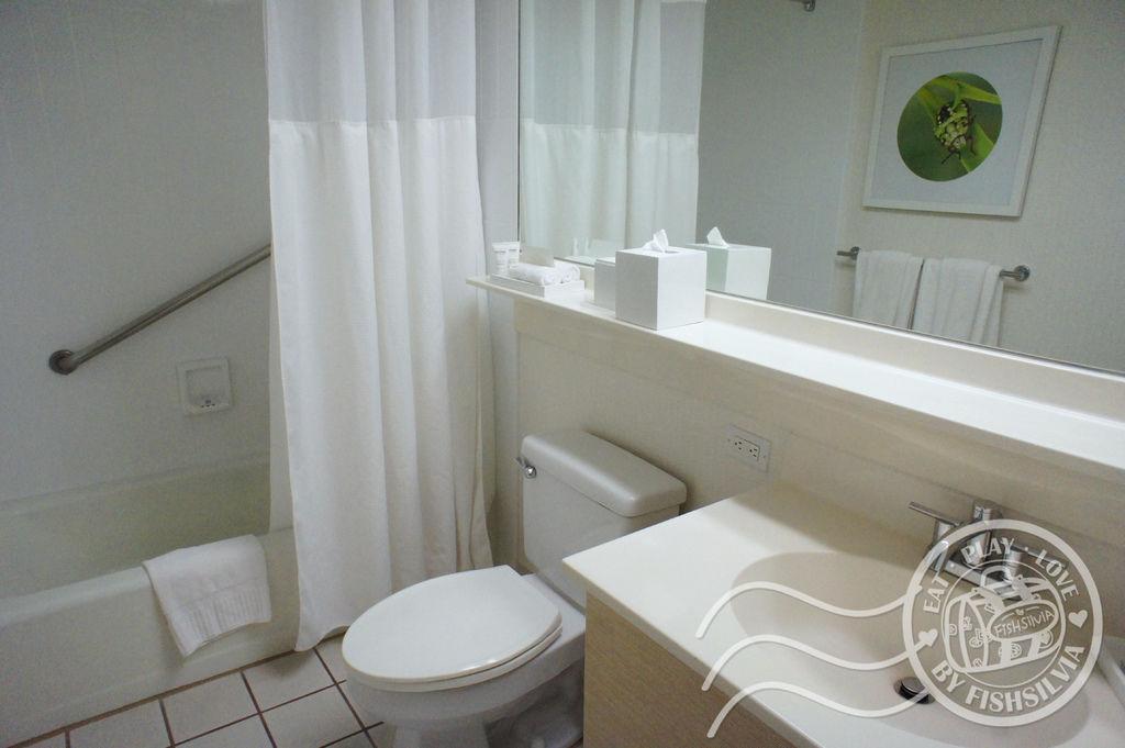 shoreline hawaii bathroom