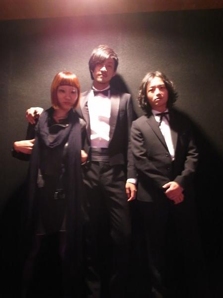 典禮開始前:(由左至右)賽的女友阿困、賽、Luke