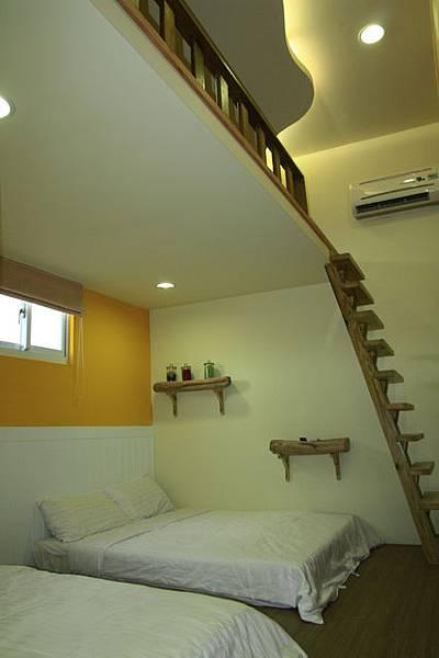303歡樂樓中樓六人房