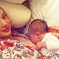 152003-miranda-kerr-and-her-baby