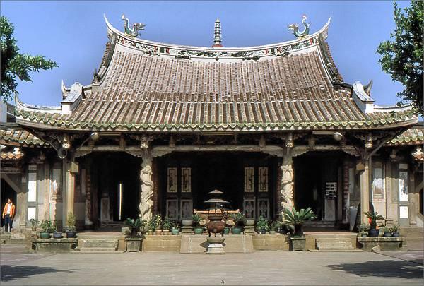 龍山寺正殿 1983.4.1.jpg