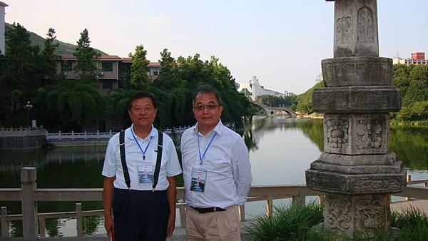 003 吉首大學一景,與中國人民大學歷史學院教授毛佩琦合影.JPG