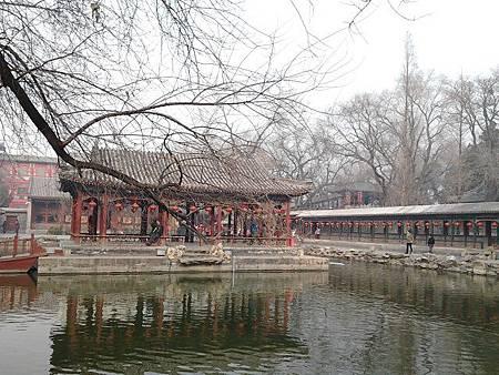 2.王府裡最大的水池的亭子–湖心亭.jpg