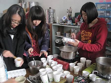 (圖二)正在煮湯圓.JPG