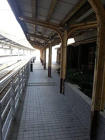 (圖四)舊站的岸式月台.jpg