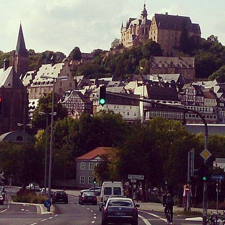 圖2_清晨馬堡─城堡與老城區教區教堂.jpg