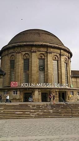圖二 萊茵河右岸Köln Messe  Deutz的火車站主體.JPG