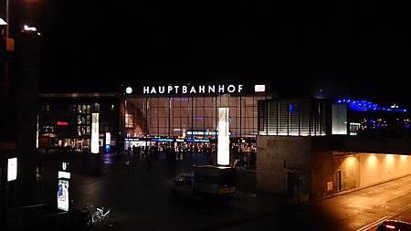 圖五 夜間由科隆大教堂返望科隆主火車站 (Köln Hauptbahnhof).JPG